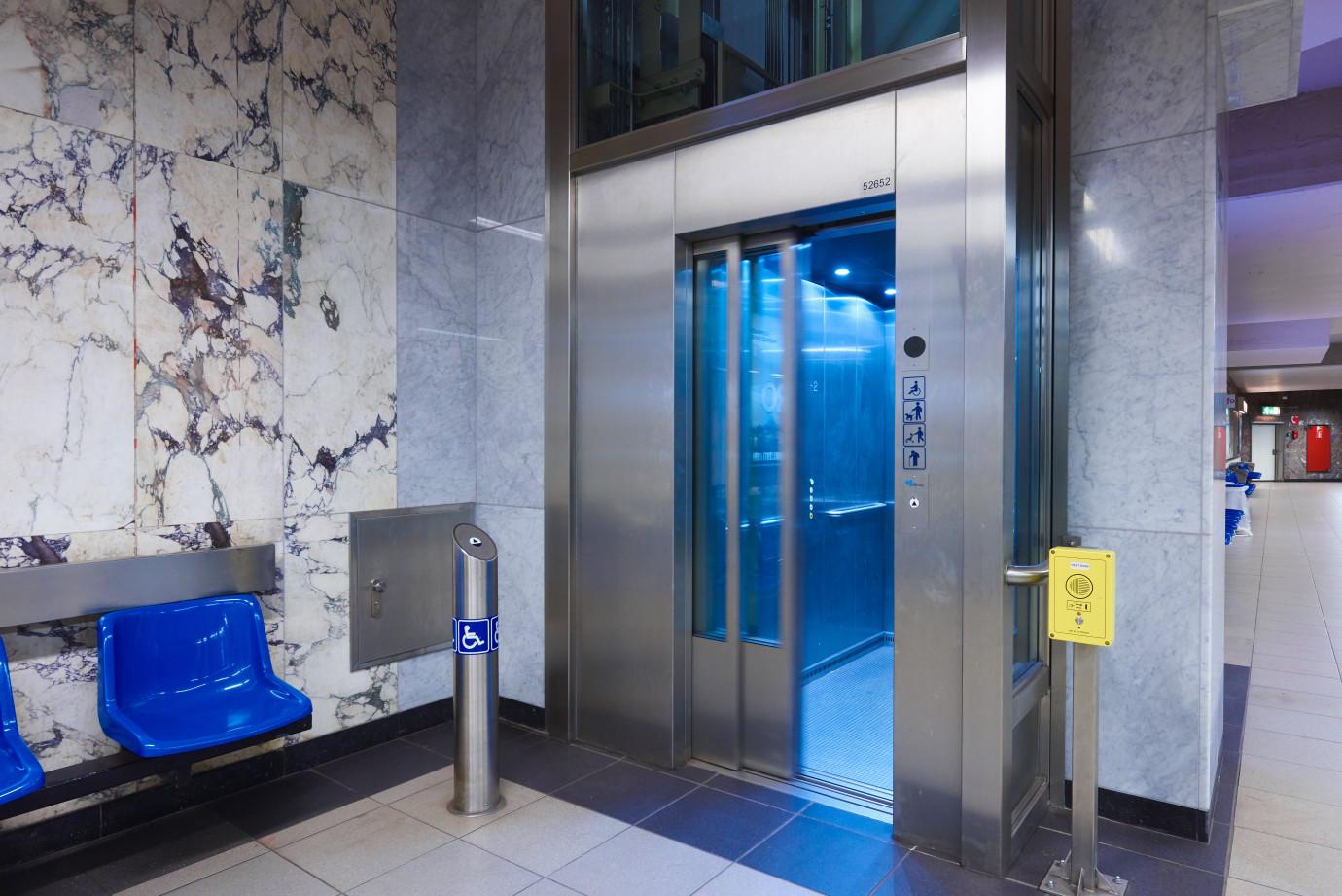 ascenseur 9