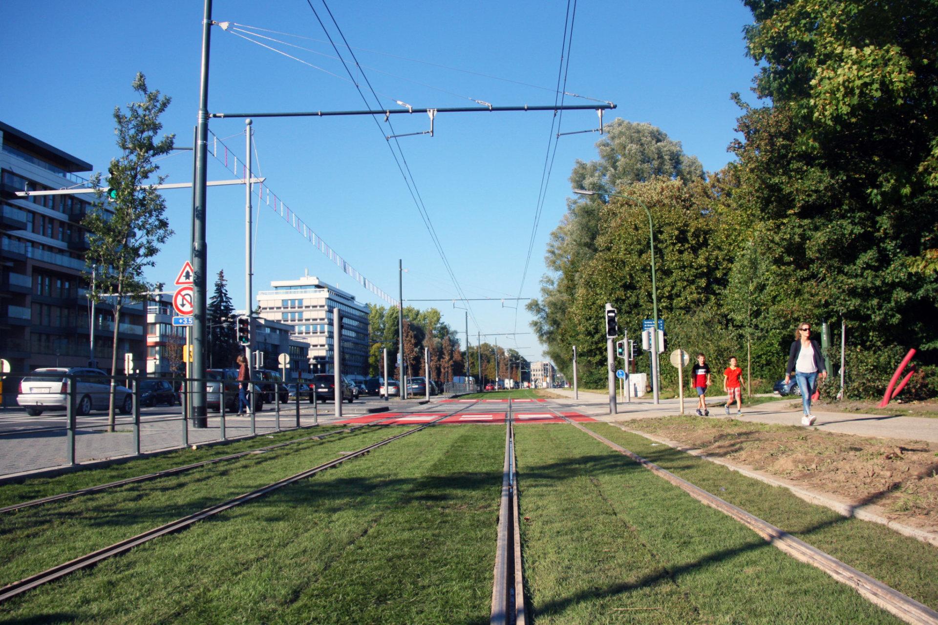 Tram 8 (2)