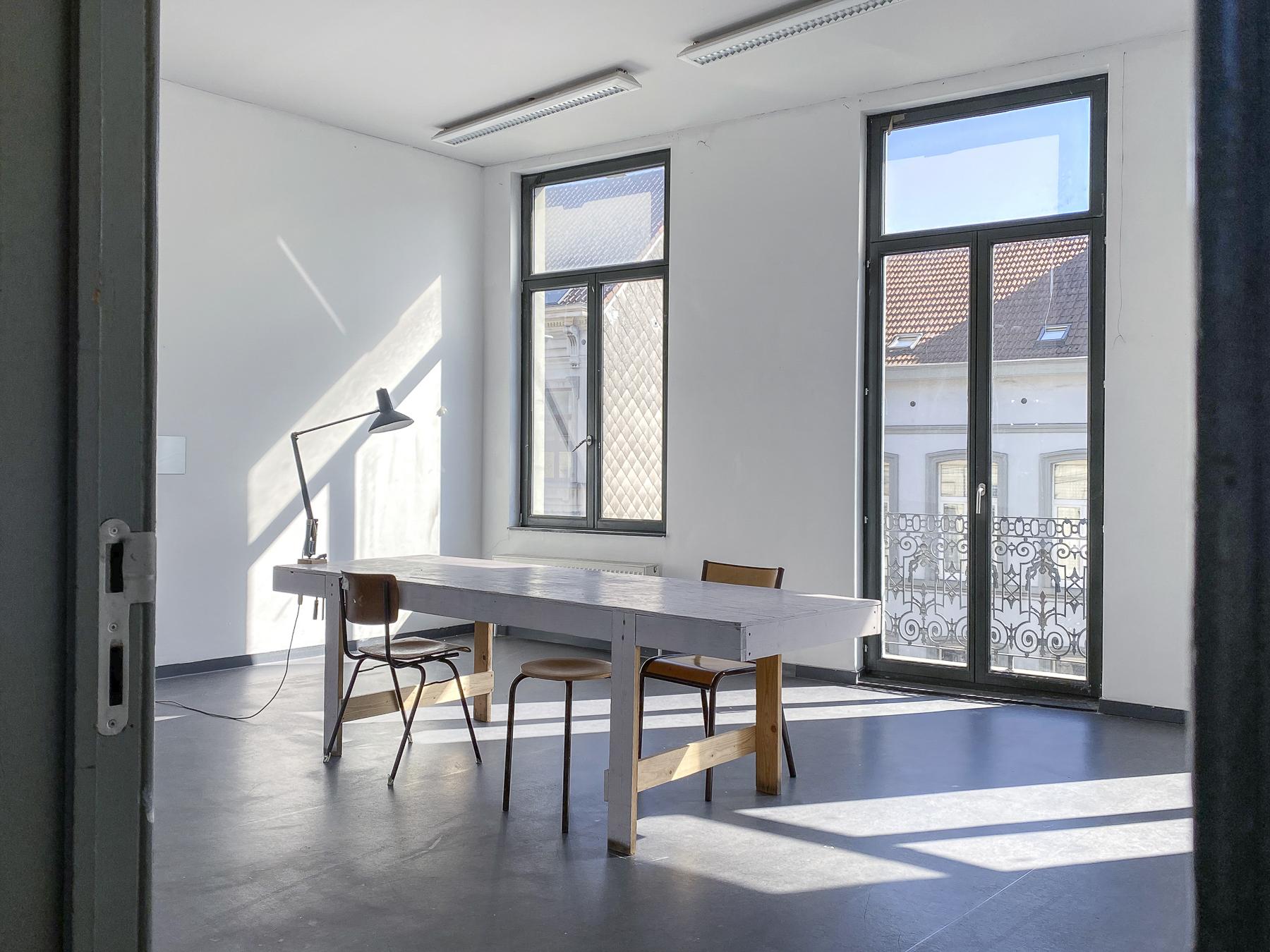 Gallait 80 atelier tweede verdieping straatkant (c) Miles Fischler